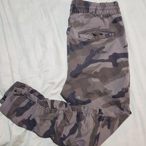 H&m divided camo pants